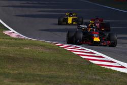 Max Verstappen, Red Bull Racing RB14 Tag Heuer, Sebastian Vettel, Ferrari SF71H, en Nico Hulkenberg, Renault Sport F1 Team R.S. 18