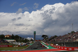Lewis Hamilton, Mercedes AMG F1 W09, Sebastian Vettel, Ferrari SF71H, Valtteri Bottas, Mercedes AMG F1 W09, Kimi Raikkonen, Ferrari SF71H, the rest of the field