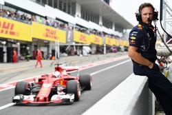 Christian Horner, Team Principal Red Bull Racing et Sebastian Vettel, Ferrari SF70H