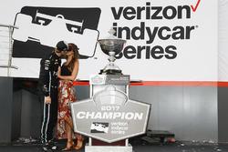 IndyCar-Champion 2017: Josef Newgarden, Team Penske Chevrolet, mit Freundin Ashley Welch
