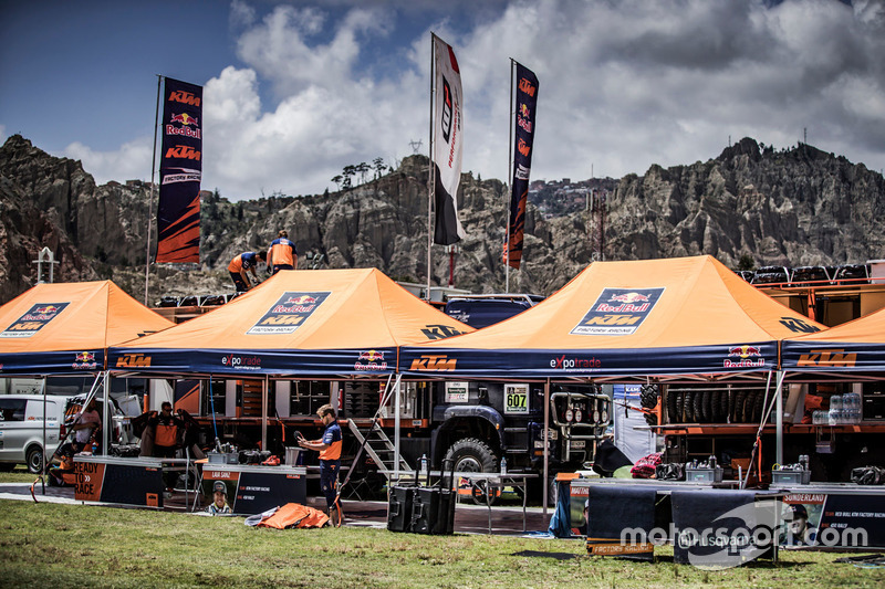 Red Bull KTM Factory Racing en el bivouac
