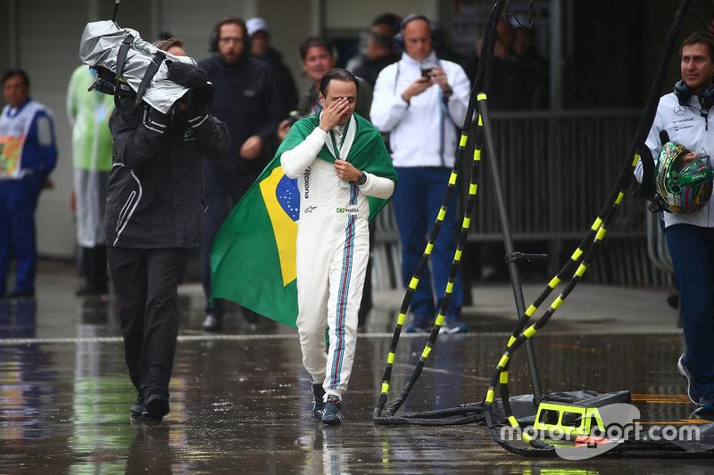 Felipe Massa unter Tränen in der Boxengasse