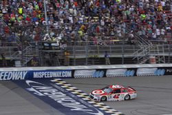 Kyle Larson, Chip Ganassi Racing Chevrolet takes the checkered flag