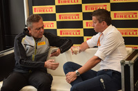 Marcin Budkowski, Responsabile tecnico FIA e Mario Isola, Responsabile auto Pirelli Motorsport
