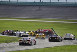 Unfall: #117 The Collection Ferrari 488 Challenge: Amir Kermani, #124 Ferrari of Long Island Ferrari 488 Challenge: Jerome Jacalone