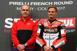 Le vainqueur de la course, Chaz Davies, Ducati Team, et Ernesto Marinelli