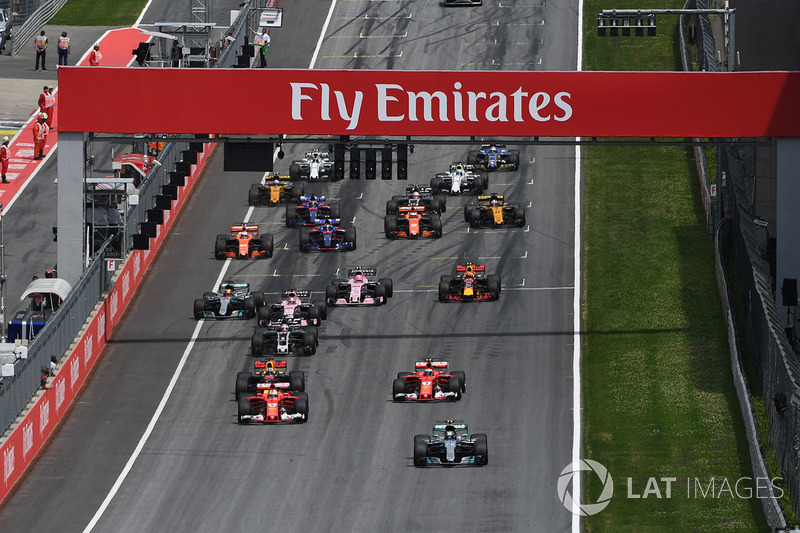 Valtteri Bottas, Mercedes AMG F1 F1 W08 voert het veld aan