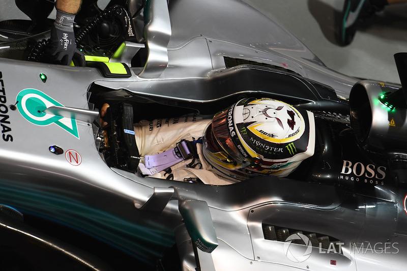 Lewis Hamilton foi apenas o quinto, 0s635 mais lento que Vettel.
