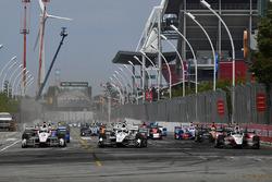 Start: Helio Castroneves, Team Penske Chevrolet, Simon Pagenaud, Team Penske Chevrolet lead