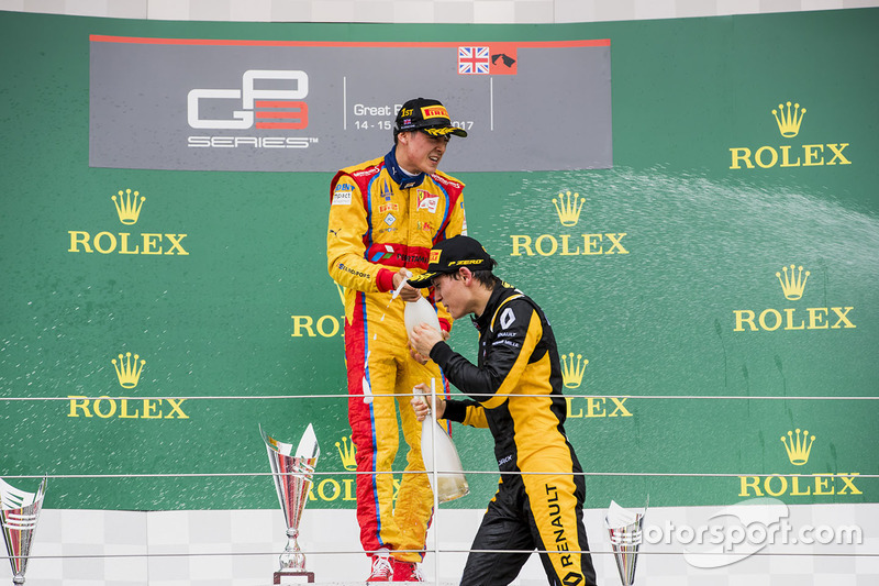 Podio: ganador de la carrera Giuliano Alesi, Trident, segundo lugar Jack Aitken, ART Grand Prix