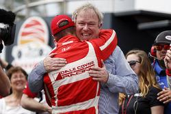 Ganador, Sébastien Bourdais, Dale Coyne Racing Honda y Dale Coyne celebra