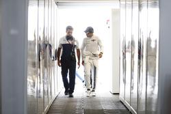 Felipe Massa, Williams, talks his engineer before the race
