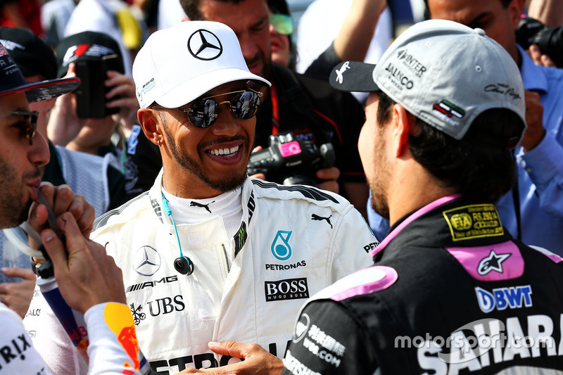 Lewis Hamilton, Mercedes AMG F1; Sergio Perez, Sahara Force India F1