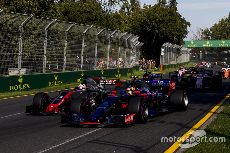 Carlos Sainz Jr., Scuderia Toro Rosso STR12; Romain Grosjean, Haas F1 Team VF-17