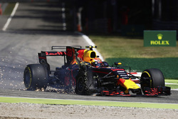 Max Verstappen, Red Bull Racing RB13, a punctured tyre