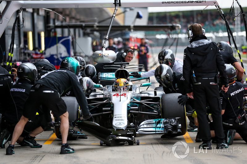 Lewis Hamilton, Mercedes-Benz F1 W08  makes a pitstop