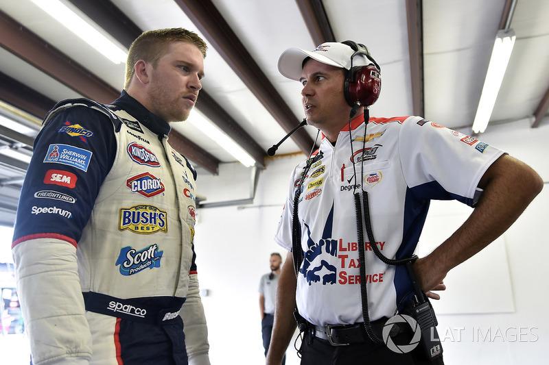 Chris Buescher, JTG Daugherty Racing Chevrolet, mit Crewchief Trent Owens