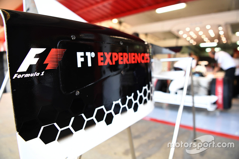 F1 Experiences logo board