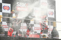 Podium: race winner Jonathan Rea, Kawasaki Racing, second place Tom Sykes, Kawasaki Racing, third place Chaz Davies, Ducati Team