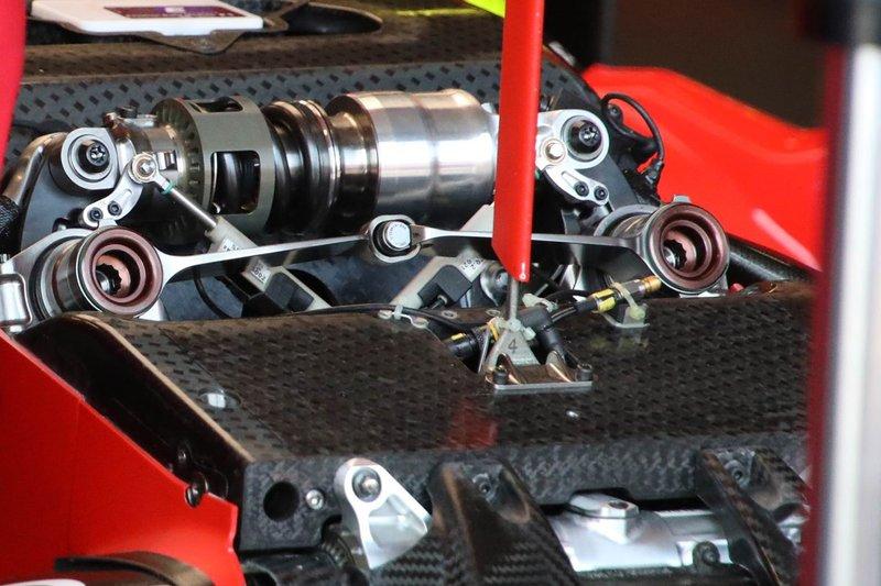 Ferrari SF90 dettaglio sospensione