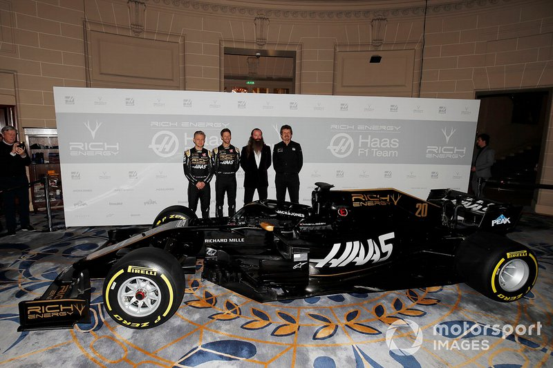 Kevin Magnussen, Haas F1 Team, Romain Grosjean, Haas F1 Team, William Storey, CEO Rich Energy e Guenther Steiner, Team Principal, Haas F1