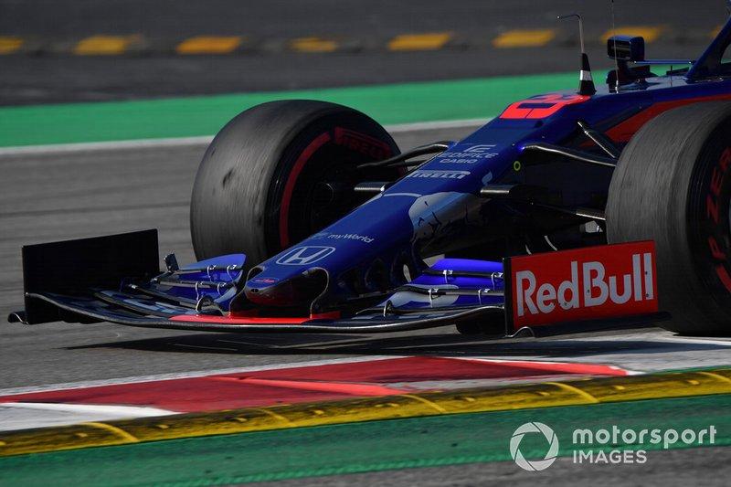 Scuderia Toro Rosso STR14 nose and front wing
