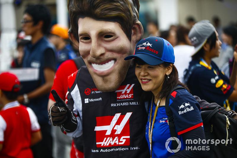 A fan gets a photo with a caricature of Romain Grosjean, Haas F1 Team