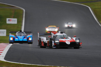 Toyota TS050 №7 команды Toyota Gazoo Racing: Майк Конвей, Камуи Кобаяши, Хосе Мария Лопес