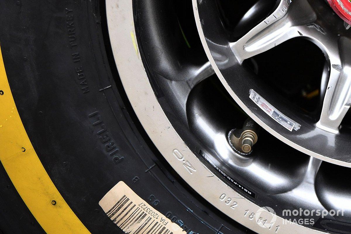 Tyre valve