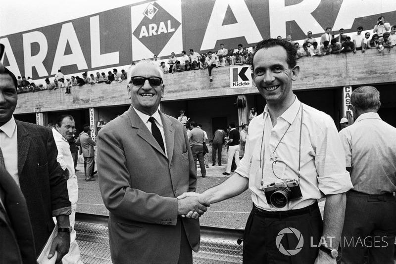 John Blunsden con Enzo Ferrari