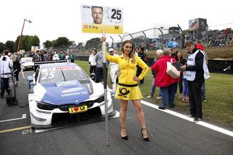 La grid girl di Philipp Eng, BMW Team RBM