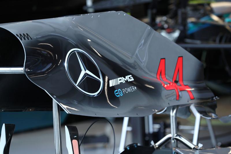 Una cubierta motor del Mercedes AMG F1 W09