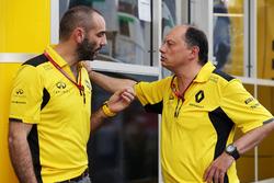(Зліва направо): Сиріл Абітебул, керуючий директор Renault Sport F1, Фредерік Вассер, гоночний дирек