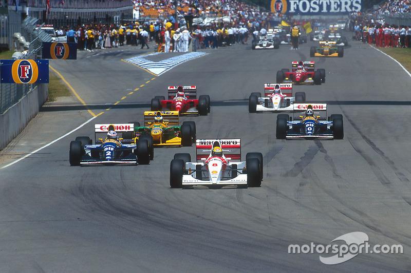 Von seiner einzigen Pole 1993 führt Senna vor Alain Prost ...