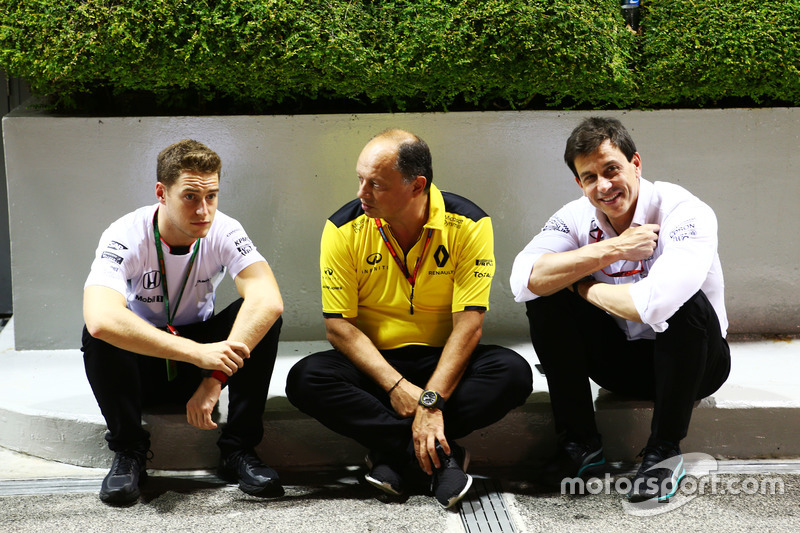 (L to R): Stoffel Vandoorne, McLaren Test and Reserve Driver with Frederic Vasseur, Renault Sport F1