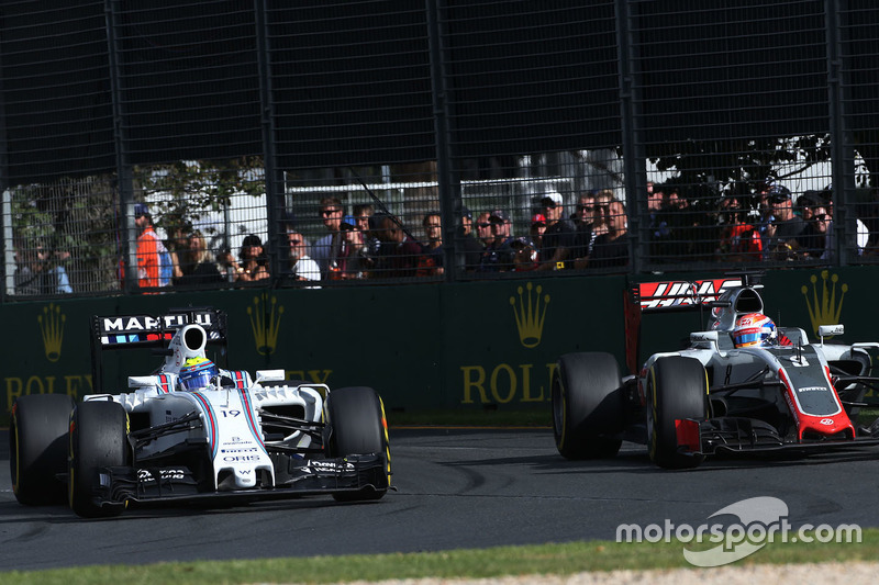 Felipe Massa, Williams FW38 y Romain Grosjean, Haas F1 Team VF-16