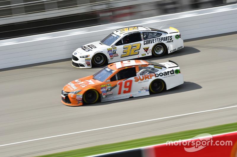 Jeffrey Earnhardt, Go Green Racing Ford, Carl Edwards, Joe Gibbs Racing Toyota