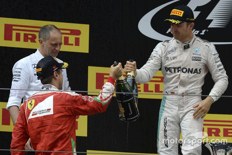 Podium: winner Nico Rosberg, Mercedes AMG F1 Team, second place Sebastian Vettel, Ferrari