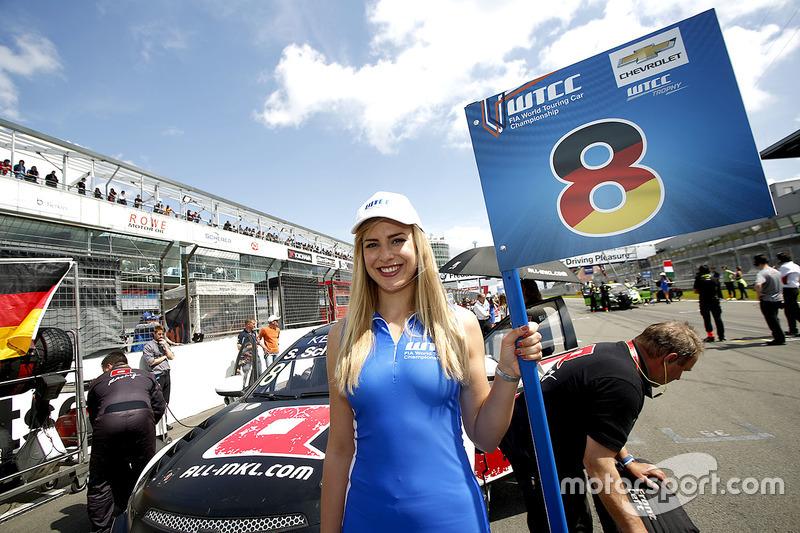 Chica de la parrilla para Sabine Schmitz, All-Inkl Motorsport, Chevrolet RML Cruze TC1