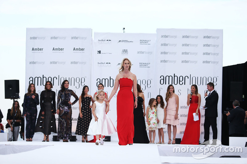 Sonia Irvine, en el Amber Lounge Fashion Show