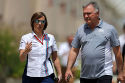 Claire Williams, Williams F1 Team y Dave Ryan, Manor Racing Director de carrera