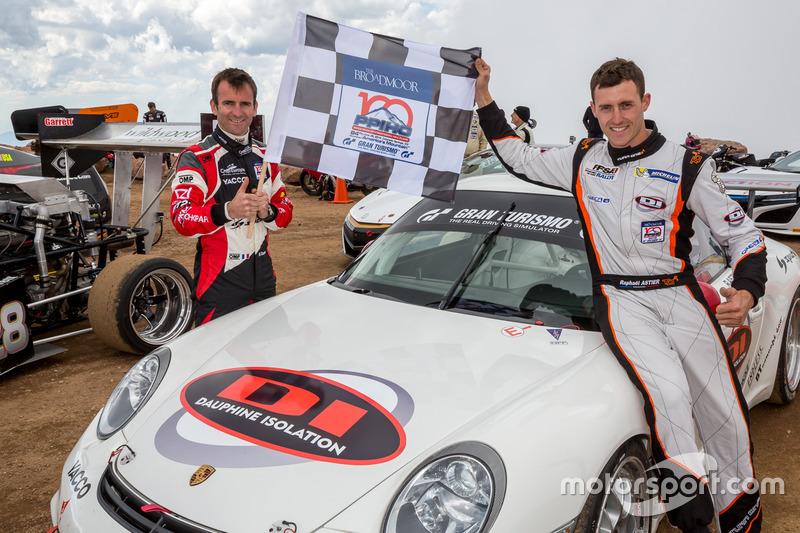 Genel klasman birincisi Romain Dumas ve takım arkadaşı ikinci sıra Time Attack #1 Raphaël Astier
