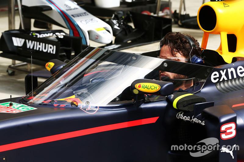 Red Bull Racing RB12 con el AeroScreen