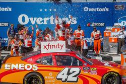 Kyle Larson, Chip Ganassi Racing, Chevrolet Camaro ENEOS in victory lane