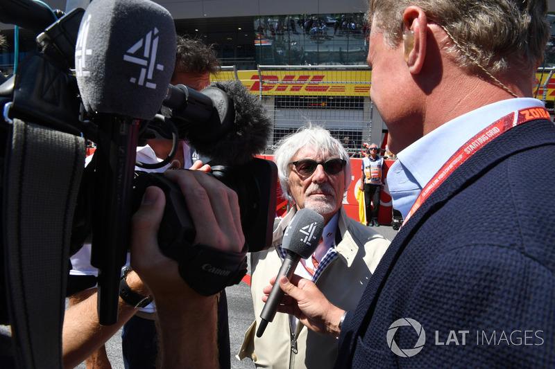 Bernie Ecclestone, parla con David Coulthard, Channel 4 F1, in griglia