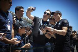 Valtteri Bottas, Mercedes AMG F1, meets some guests of the Mercedes team