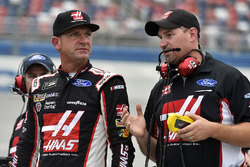 Clint Bowyer, Stewart-Haas Racing Ford and Mike Bugarewicz