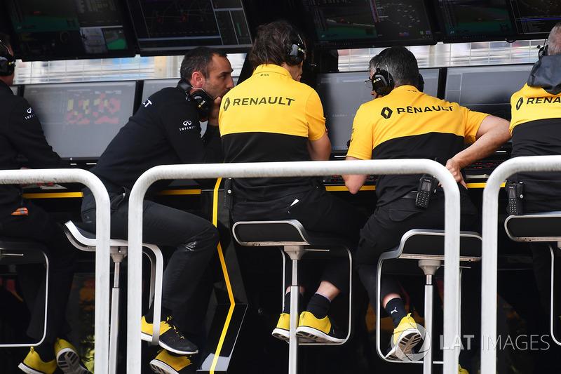 Le muret des stands Renault Sport F1 Team