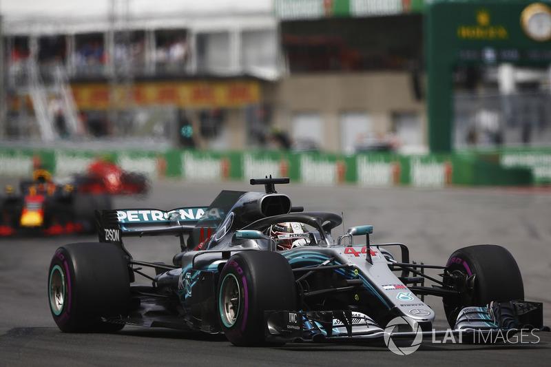 Lewis Hamilton, Mercedes AMG F1 W09, leads Daniel Ricciardo, Red Bull Racing RB14 and Kimi Raikkonen