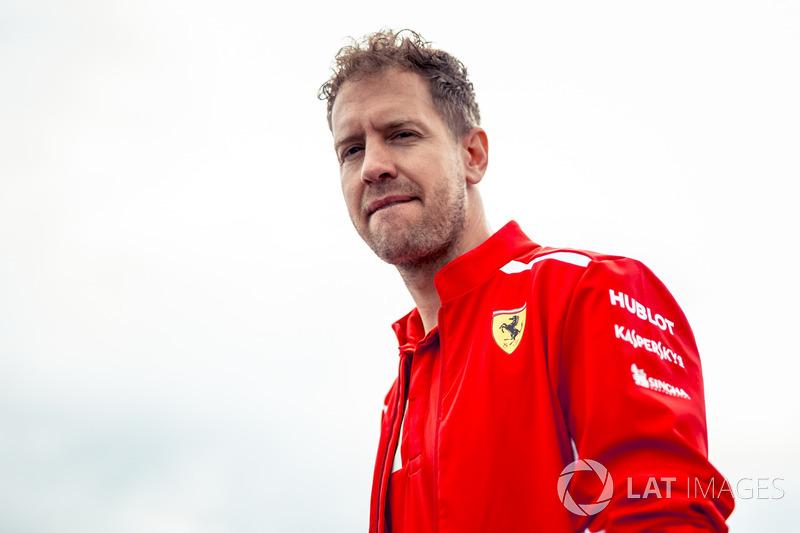 Sebastian Vettel, Ferrari camina por la pista